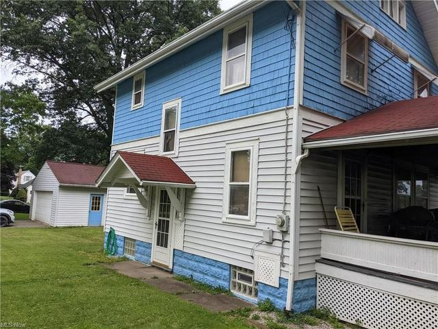 Porch yard featured at 30 Liberty St, Rittman, OH 44270