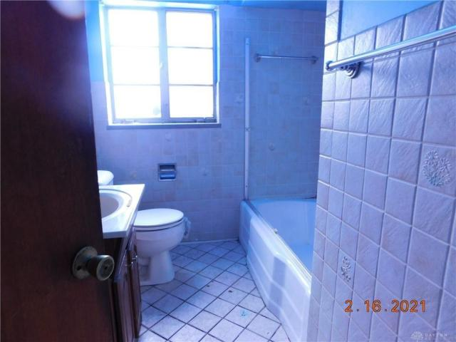Bathroom featured at 1812 Tennyson Ave, Dayton, OH 45406
