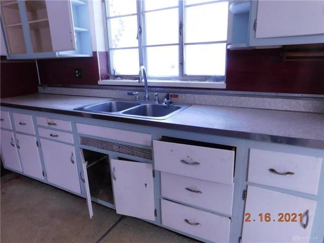 Kitchen featured at 1812 Tennyson Ave, Dayton, OH 45406