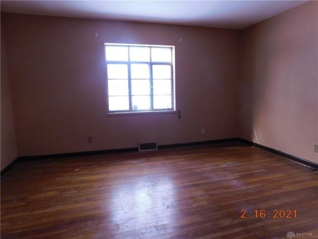 Living room featured at 1812 Tennyson Ave, Dayton, OH 45406