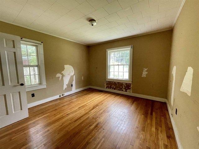 Living room featured at 65 Long St, Savannah, TN 38372