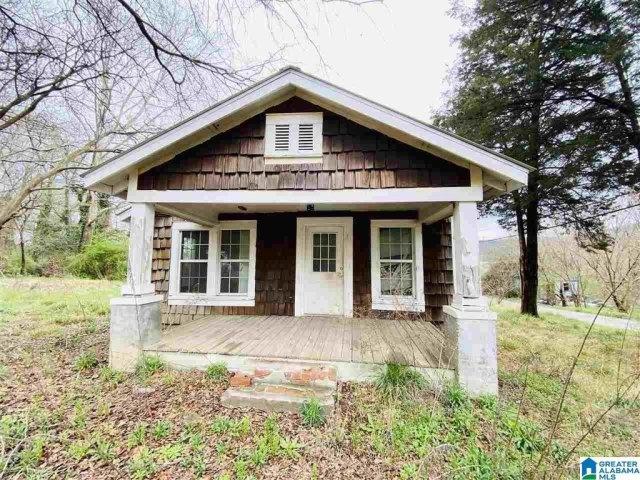 Porch featured at 801 Parker St, Anniston, AL 36201