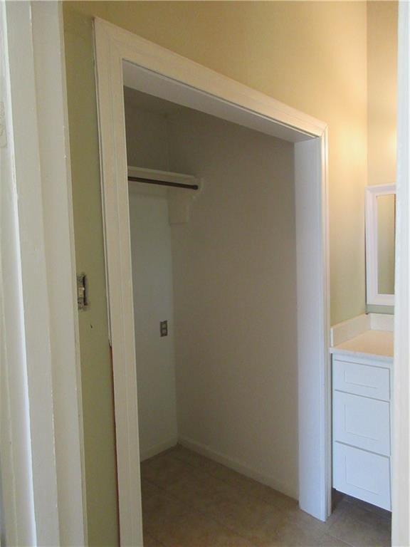 Bathroom featured at 925 Ward St, Marlin, TX 76661