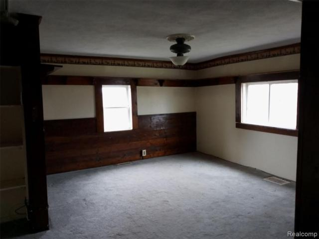 Bedroom featured at 4637 W Garrison Rd, Owosso, MI 48867