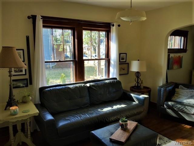 Living room featured at 2443 Willow Ave, Niagara Falls, NY 14305