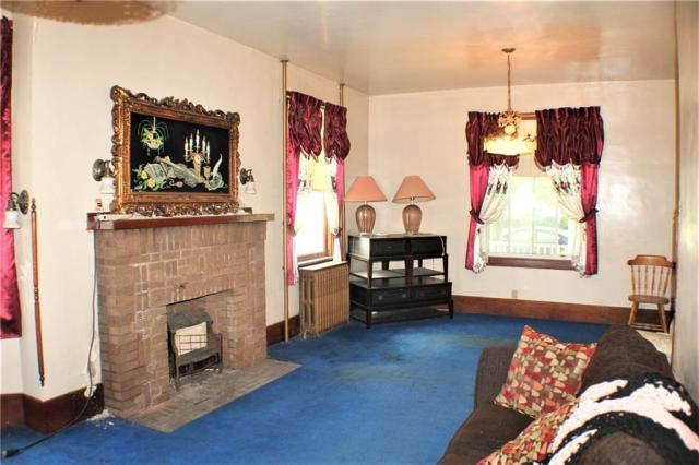Living room featured at 511 Allegheny Ave, Avonmore, PA 15618