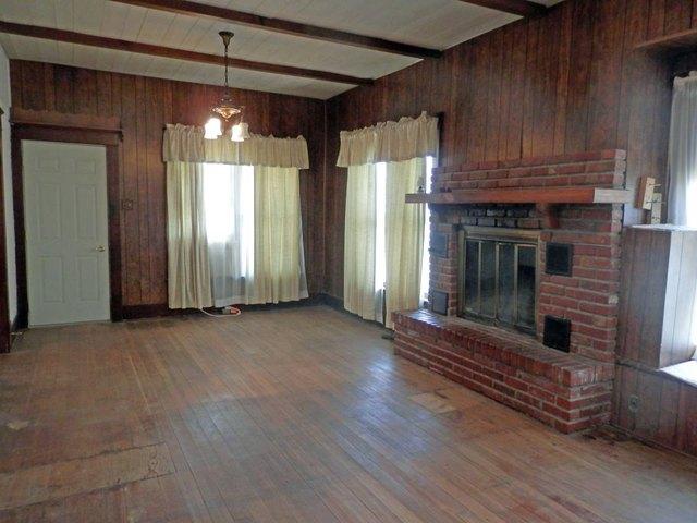 Living room featured at 129 N Locust St, Osborne, KS 67473
