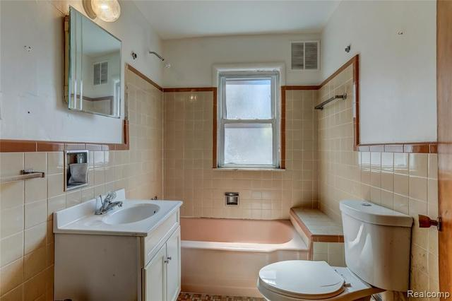 Bathroom featured at 52 Elm St, River Rouge, MI 48218