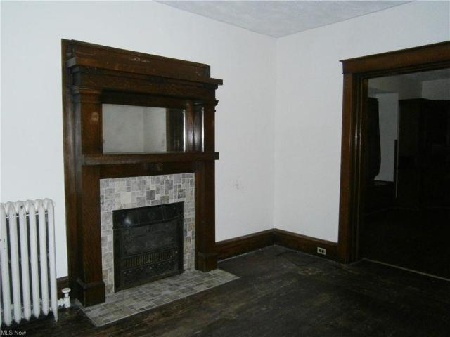 Living room featured at 126 S Pearl St, Youngstown, OH 44506
