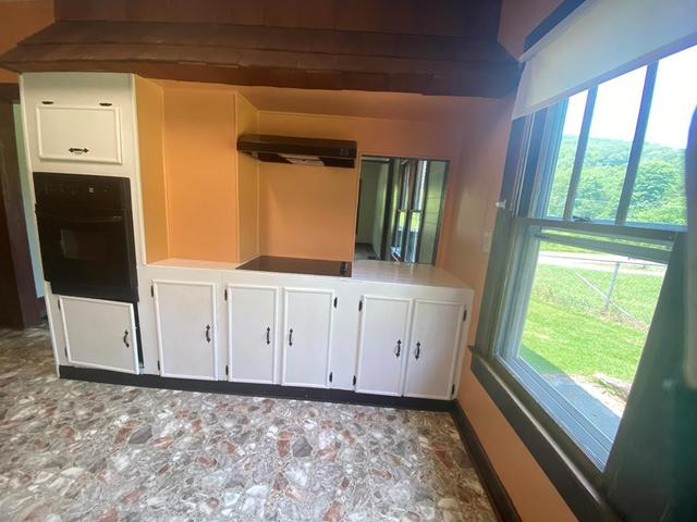 Laundry room featured at 204 Creasey Rd, Bluefield, VA 24605