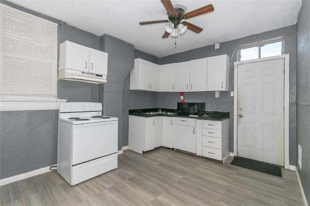Laundry room featured at 3619 N Taylor Ave, Saint Louis, MO 63115