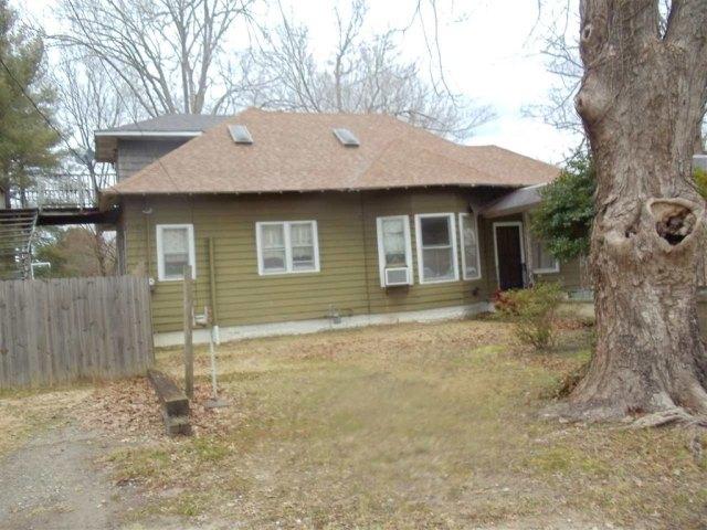 Porch yard featured at 69 5th St, Gates, TN 38037