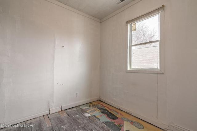 Bedroom featured at 3119 Portland Ave, Louisville, KY 40212