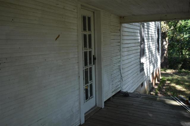 Porch featured at 112 Falcon St, Selmer, TN 38375