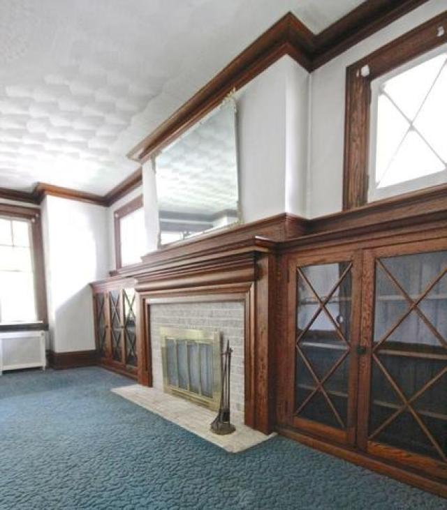 Living room featured at 415 Bucknell Ave, Johnstown, PA 15905