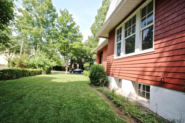Yard featured at 415 Bucknell Ave, Johnstown, PA 15905