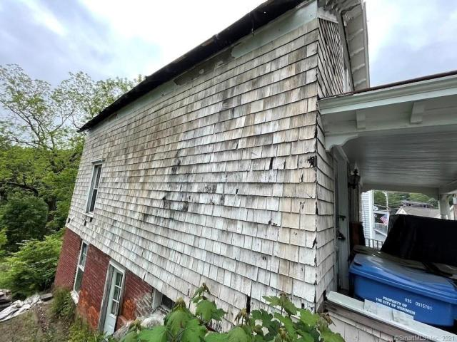 Garage featured at 217 Laurel Hill Ave, Norwich, CT 06360