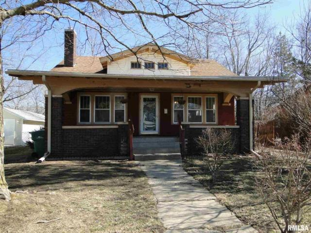 Porch featured at 113 Chandler Blvd, Macomb, IL 61455