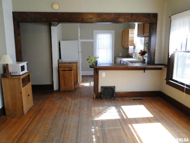 Laundry room featured at 113 Chandler Blvd, Macomb, IL 61455