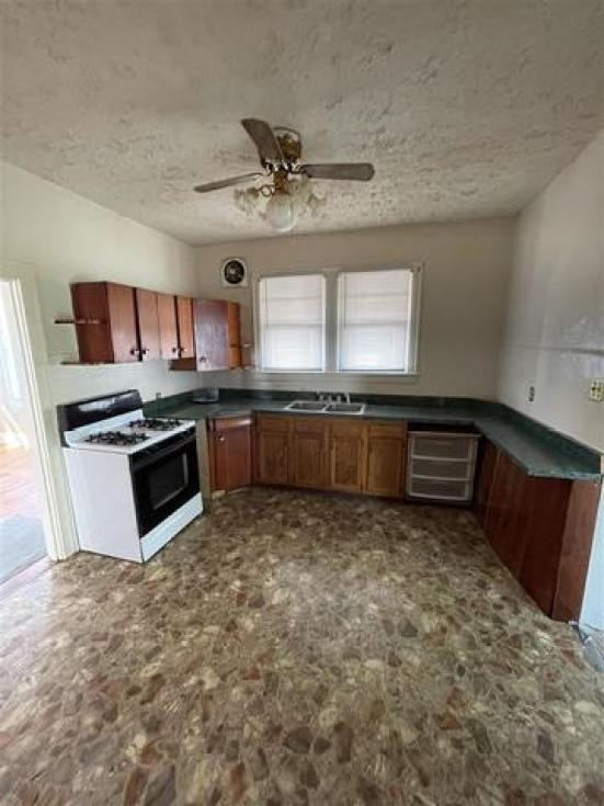 Kitchen featured at 228 Ridge St, South Shore, KY 41175