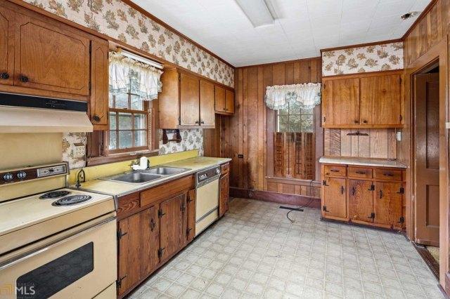 Kitchen featured at 211 W Adams St, Tennille, GA 31089