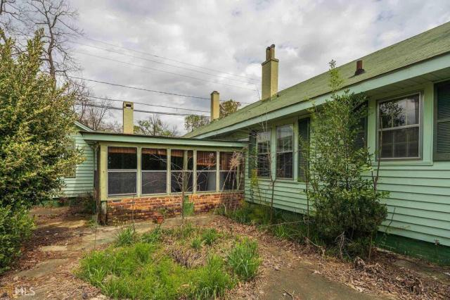 Porch yard featured at 211 W Adams St, Tennille, GA 31089