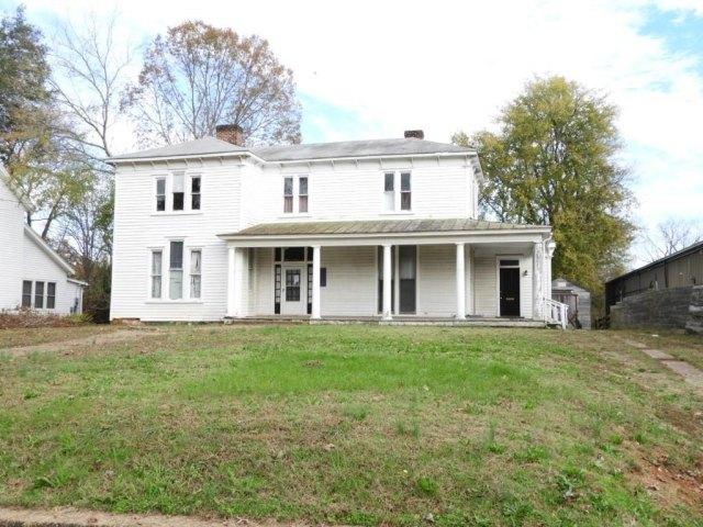 Porch yard featured at 655 N Main St, Chase City, VA 23924