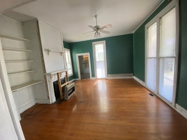 Living room featured at 655 N Main St, Chase City, VA 23924