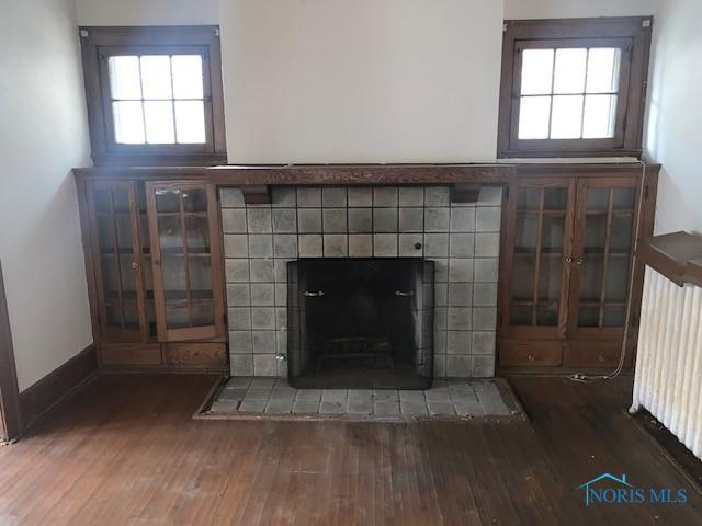 Living room featured at 519 Nottingham Ter, Toledo, OH 43610