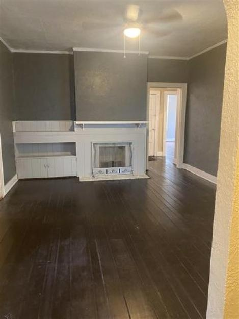 Living room featured at 748 N Hollywood St, Memphis, TN 38112