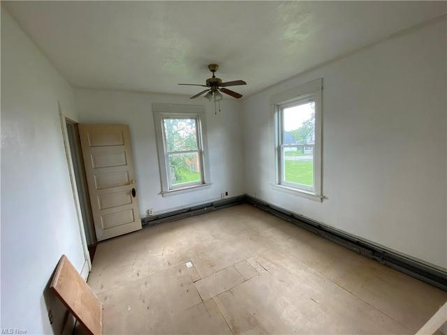 Bedroom featured at 2211 Robbins Ave, Niles, OH 44446