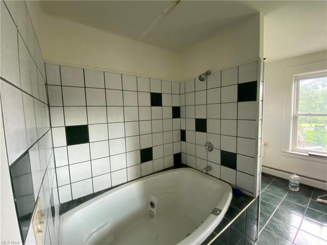 Bathroom featured at 2211 Robbins Ave, Niles, OH 44446