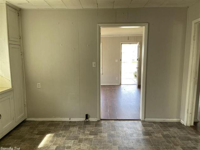 Laundry room featured at 917 McBee St, Malvern, AR 72104
