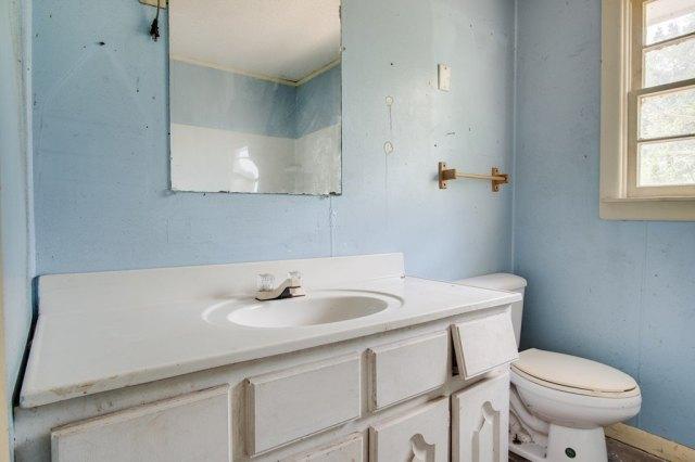 Bathroom featured at 6490 Old Lee Hwy, Cherokee, AL 35616