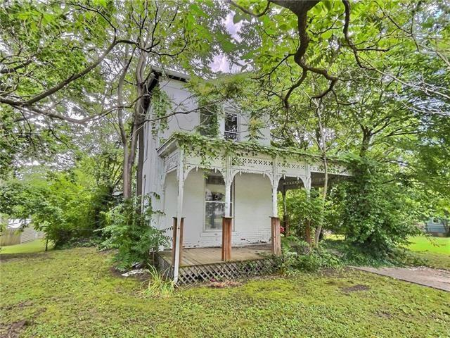 House view featured at 720 S Cedar St, Nevada, MO 64772