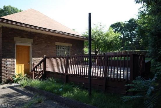 Porch yard featured at 1654 Cleveland Ave NW, Canton, OH 44703