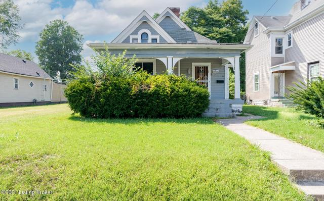 Yard featured at 1314 Olive St, Louisville, KY 40211