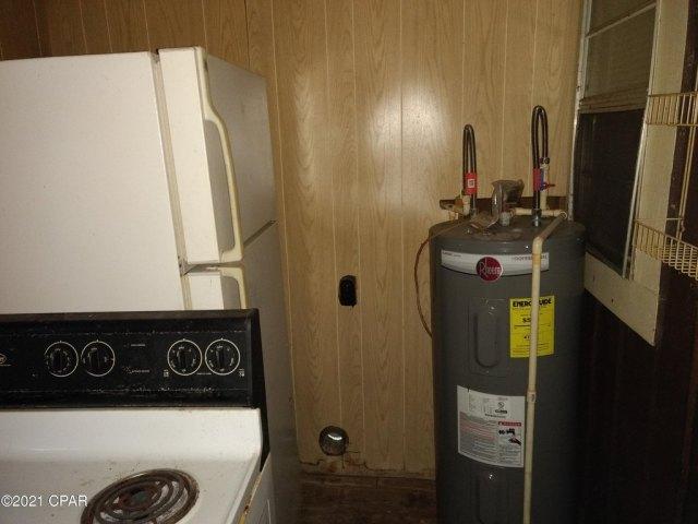Laundry room featured at 603 W Kansas Ave, Bonifay, FL 32425