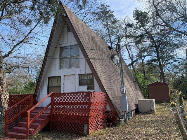 Porch yard featured at 1003 Travis St, Bryan, TX 77803