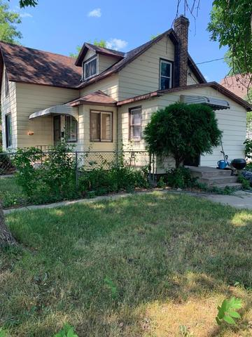 Yard featured at 115 W 8th St, Morris, MN 56267