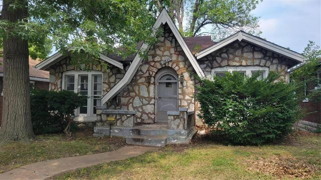 House view featured at 6835 Leedale Dr, Saint Louis, MO 63121