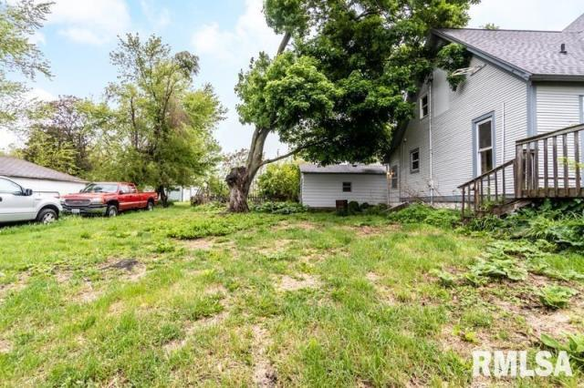 Yard featured at 1197 Clark St, Lowpoint, IL 61545
