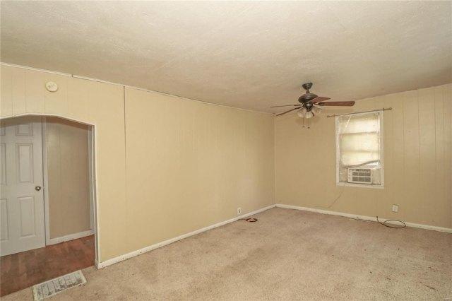 Bedroom featured at 606 W School St, Crocker, MO 65452