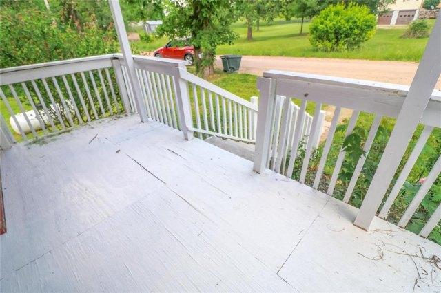 Porch yard featured at 606 W School St, Crocker, MO 65452