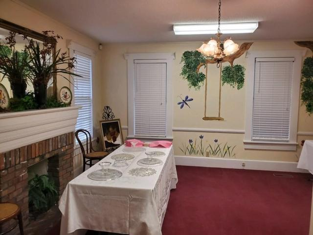 Dining room featured at 309 W McPherson Ave, Nashville, GA 31639