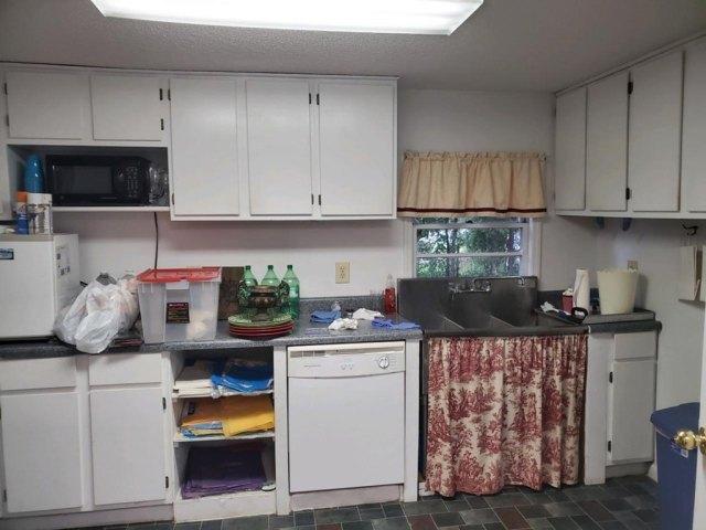 Kitchen featured at 309 W McPherson Ave, Nashville, GA 31639