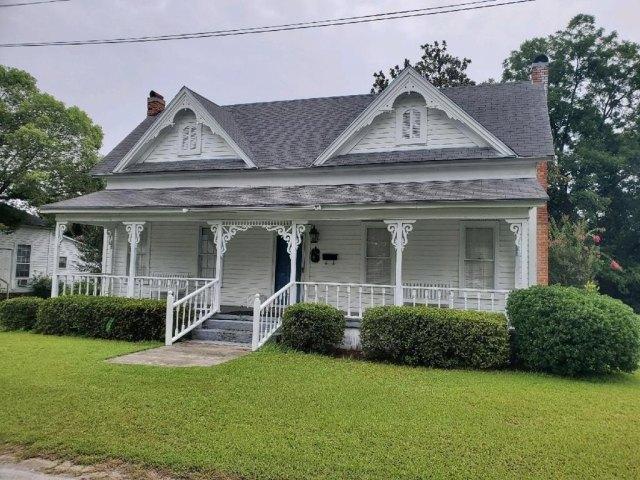 Porch yard featured at 309 W McPherson Ave, Nashville, GA 31639