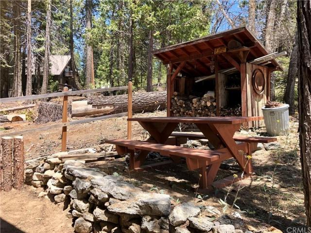 Porch yard featured at 41271 Chinquapin Rd, North Fork, CA 93643