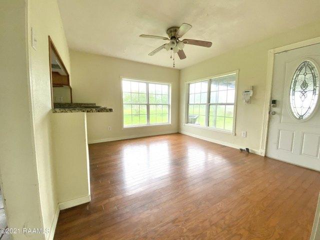 Living room featured at 5505 L Romero Rd, New Iberia, LA 70560