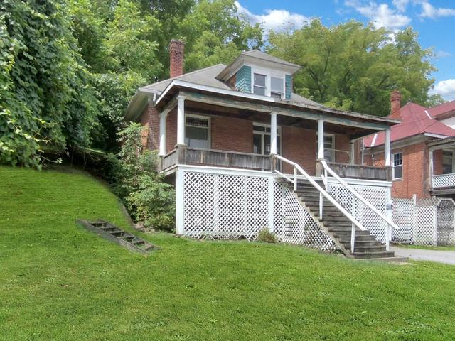 House view featured at 713 Virginia Ave, Bluefield, VA 24605